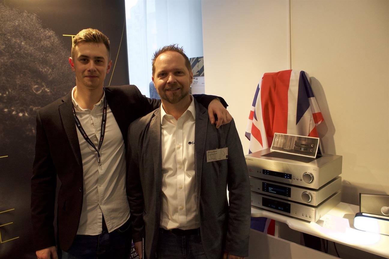 Marcel Müller (r.) und sein britischer Kollege vor der beliebten CX-Serie von Cambridge Audio.