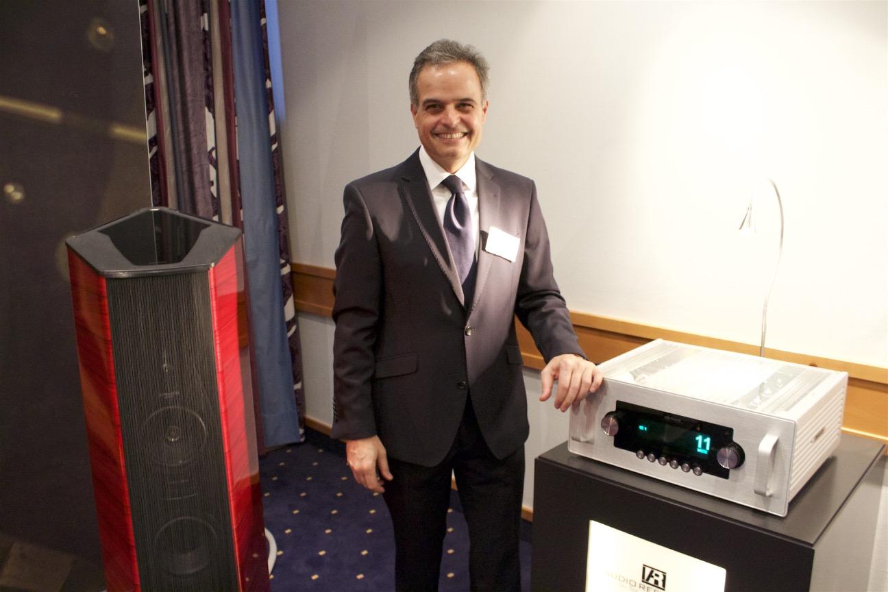 Audio-Reference-Chef Mansour Mamaghani mit seinen Schätzchen. Die neu vorgestellten Lautsprecher Sonus faber II Cremonese sind pures High-End.