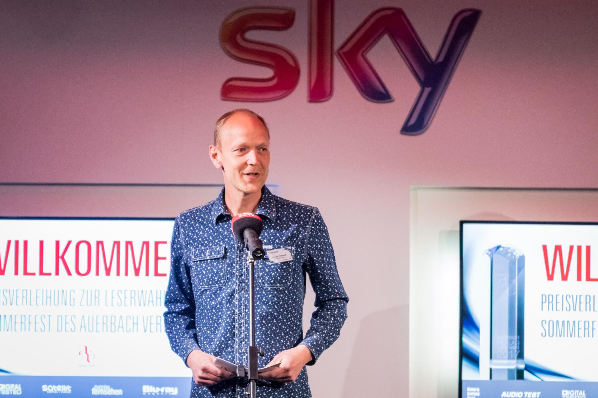 Herausgeber und Geschäftsführer Florian Pötzsch begrüßte alle Gäste zur Preisverleihung