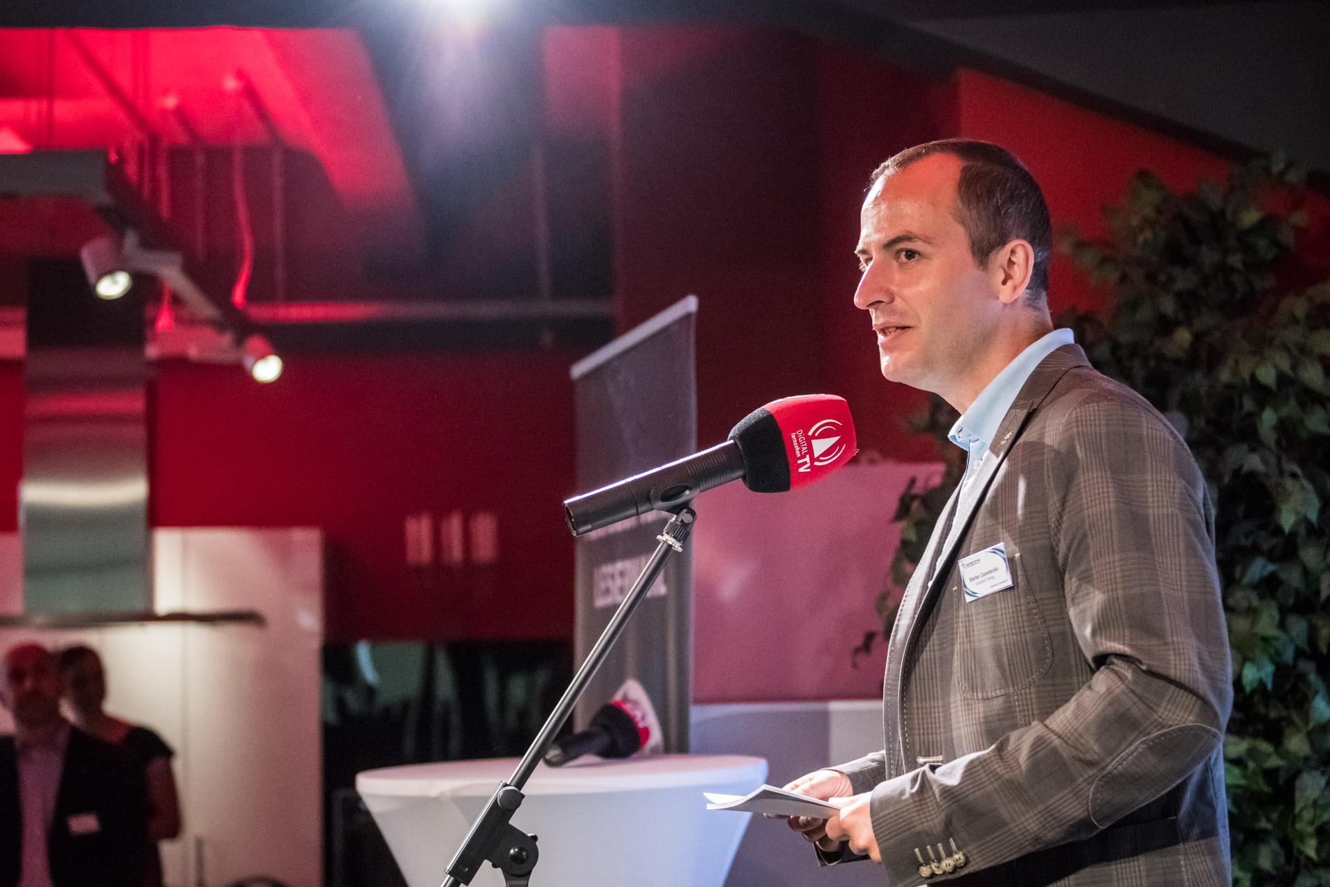 Stefan Goedecke, Chefredakteur der AUDIO TEST und Herausgeber, präsentierte alle Preisträger vor und gratulierte den Gewinnern