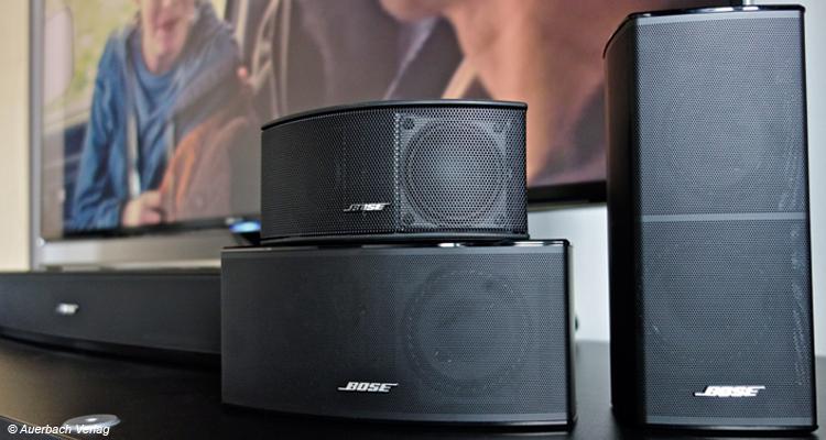 Die Stereolautsprecher des Cinemate 220 (Mitte oben) sind zierlicher als die Lautsprecher des Lifestyle 525 (Mitte unten, rechts)