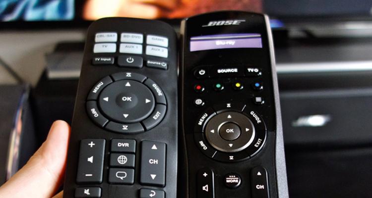 Die Steuerung ist bei allen Bose-Sets gelungen. Statusdisplay und Funkübertragung bieten aber nur die Lifestyle-Sets (rechts)