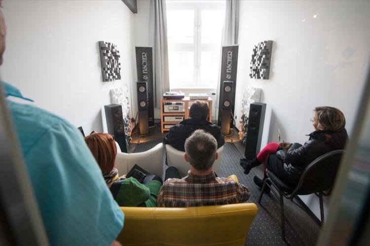 Echte Wohnzimmeratmosphäre im Raum der Hörbar (u. a. Luxman) aus Dresden