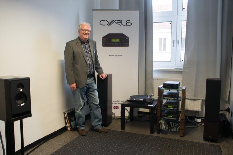 Werner Berlin von Bellevue Audio brachte Neuheiten von Cyrus mit