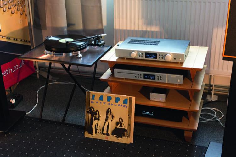 Bei Input Audio zu hören: Starter-Plattenspieler, Creek-Amp und Harbeth-Lautsprecher