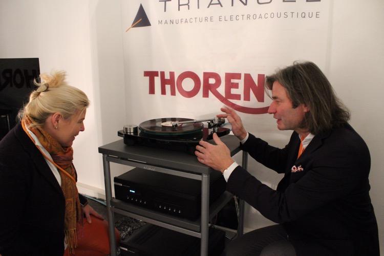Jürgen Reichmann bei der Einrichtung des Thorens TD 309