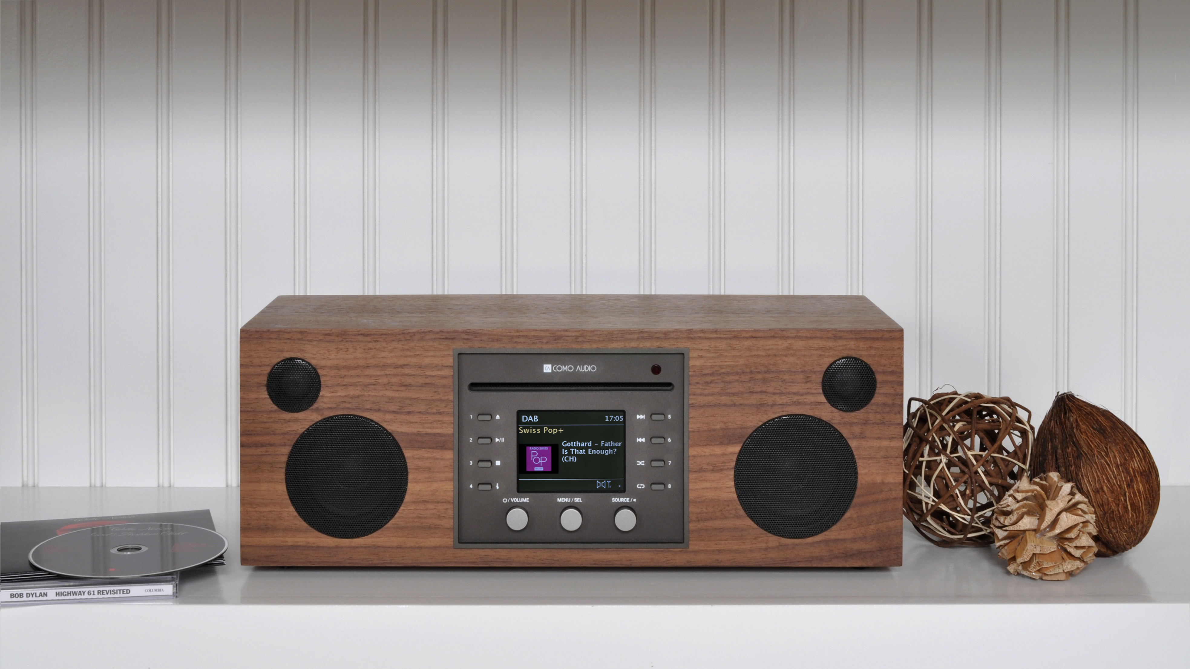 Como Audio (Raum: Saale, 3. Etage): Ja, auch edle Radios können auf den Mitteldeutschen HiFi-Tagen erlebt werden: Como Audio, neu im Vertrieb von NT Global und auch neu auf der Messe, zeigt das neue Musica – ein komplett ausgestattetes Digitalradio.