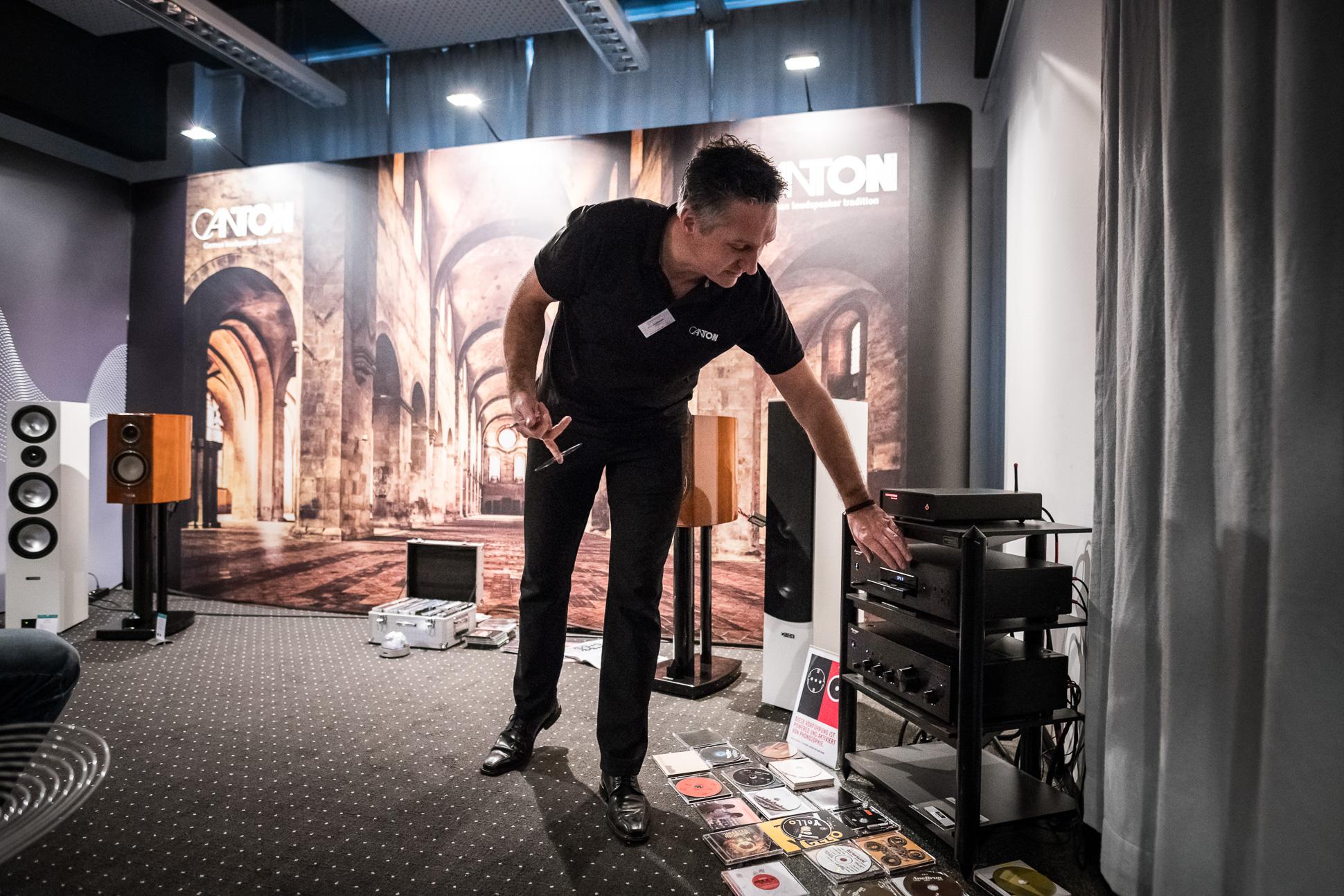 Dirk Halfmann von Canton konnte die Zuhörer mit seiner charmanten Präsentation begeistern.
