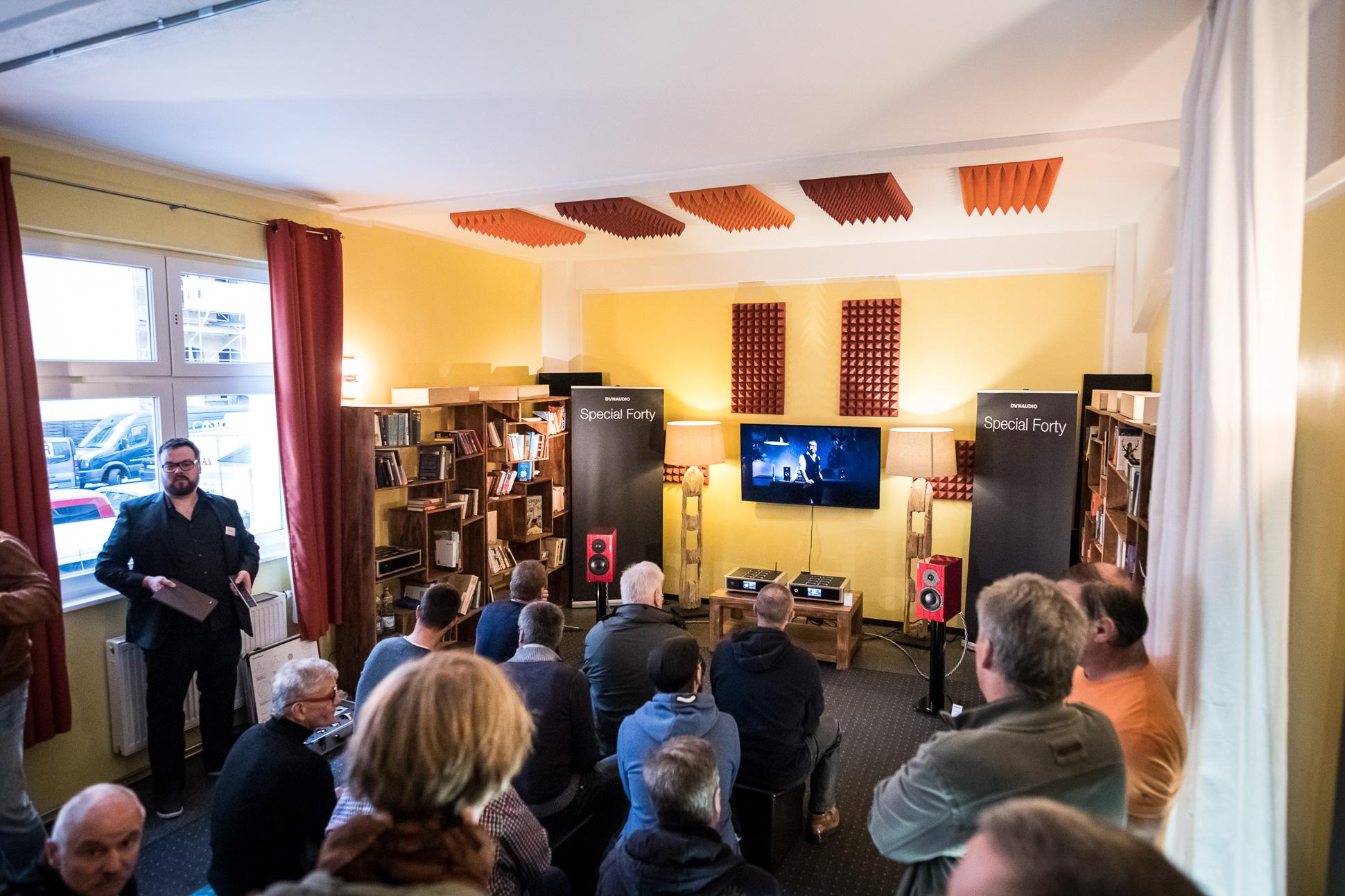 """Dynaudio """"bewohnte"""" wieder den Hörraum der Redaktion von AUDIO TEST und likehifi.de."""