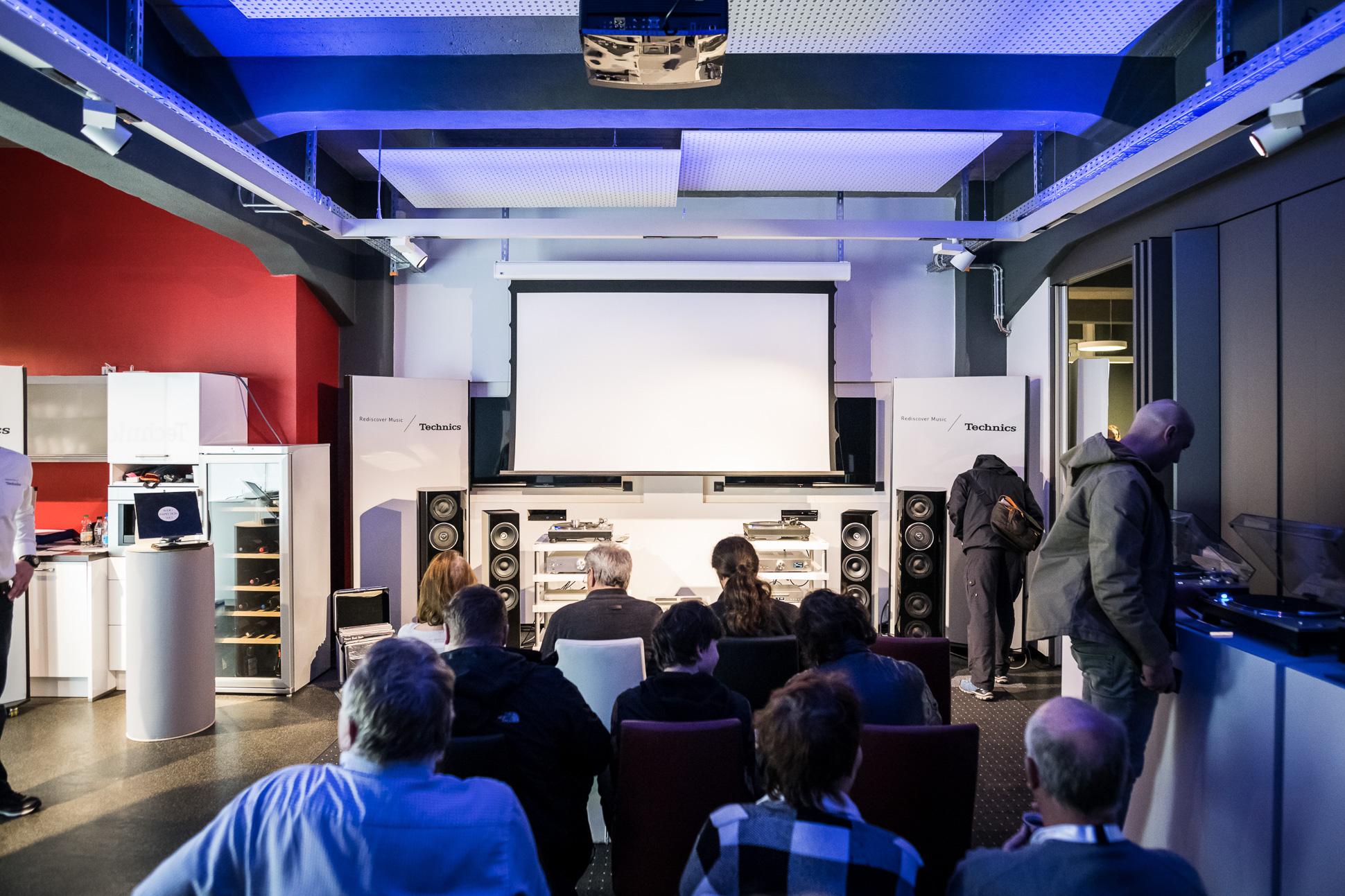 Technics kam mit dem vollen Programm nach Leipzig. Immer noch stark nachgefragt der SL-1200G Plattenspieler.