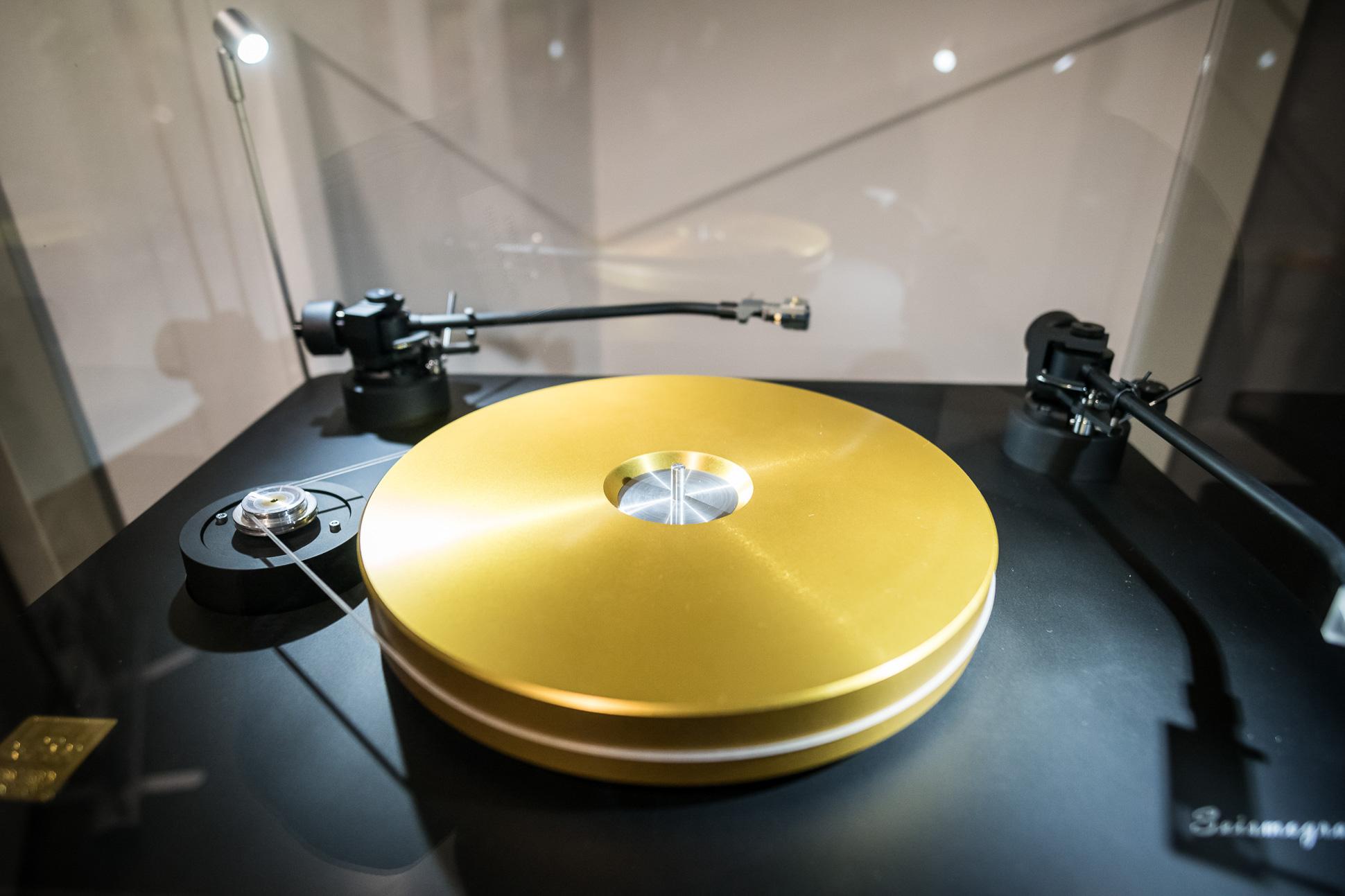 Ein Goldschatz: Der 22.000 Euro teure Seismograph Plattenspieler von SoReal Audio.