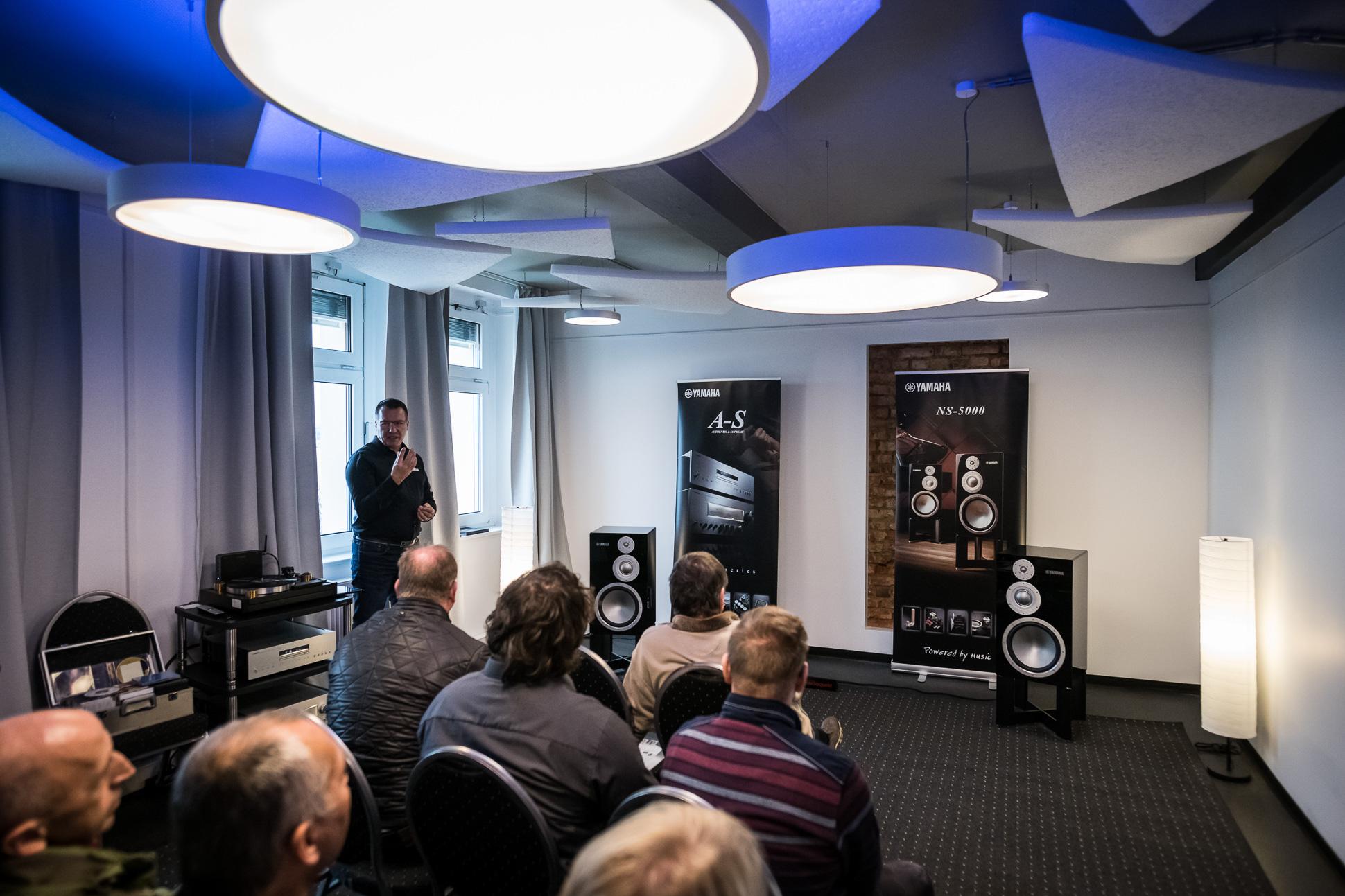 Eine weitere Premiere: Yamaha stellte seinen neuen Referenz-Lautsprecher NS-5000 vor.