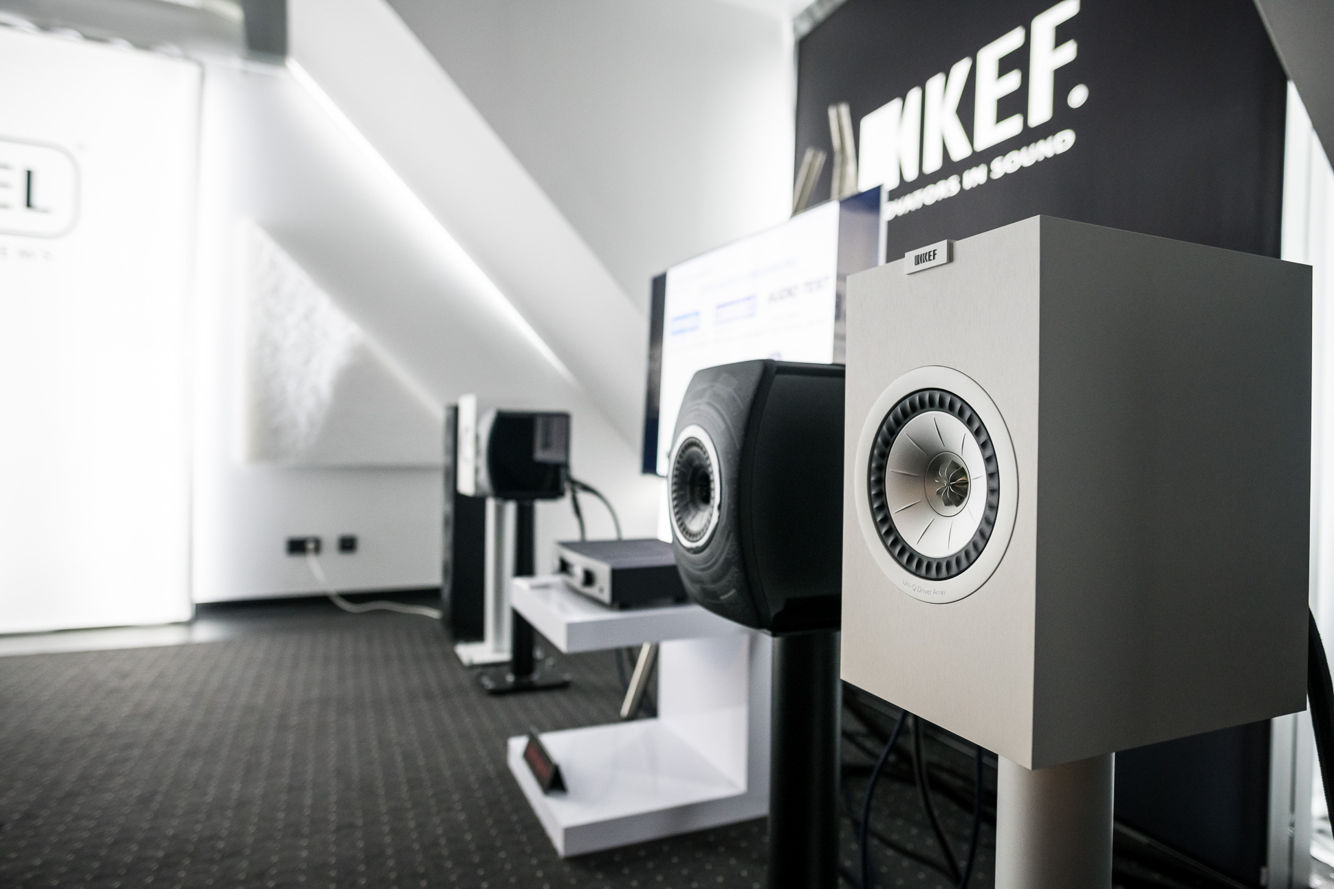 """KEFs LS50 Wireless in der schicken """"Nocturne"""" Edition (Anm.: schwarzes Lautsprechermodell) feierte ebenso Premiere in Leipzig."""