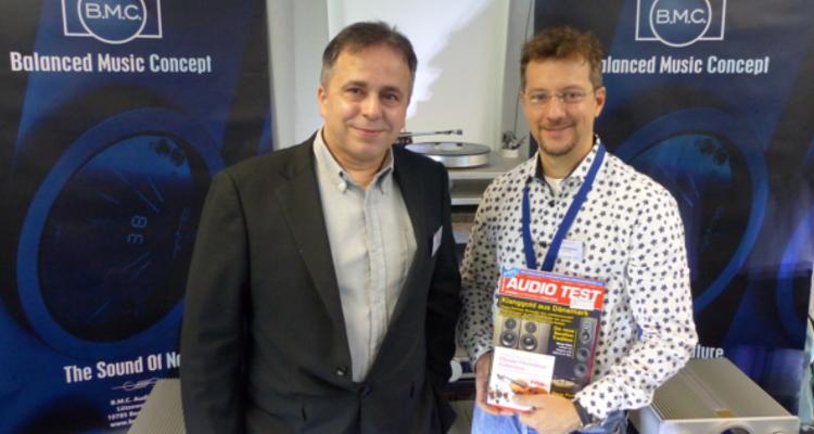 Glückliche Aussteller: Carlos Candeias von B.M.C. Audio und Danyel Rondthaler von SoReal Audio (v.l.n.r.) freuten sich über ihre Messepremiere in Leipzig und kommen 2018 mit Sicherheit wieder.