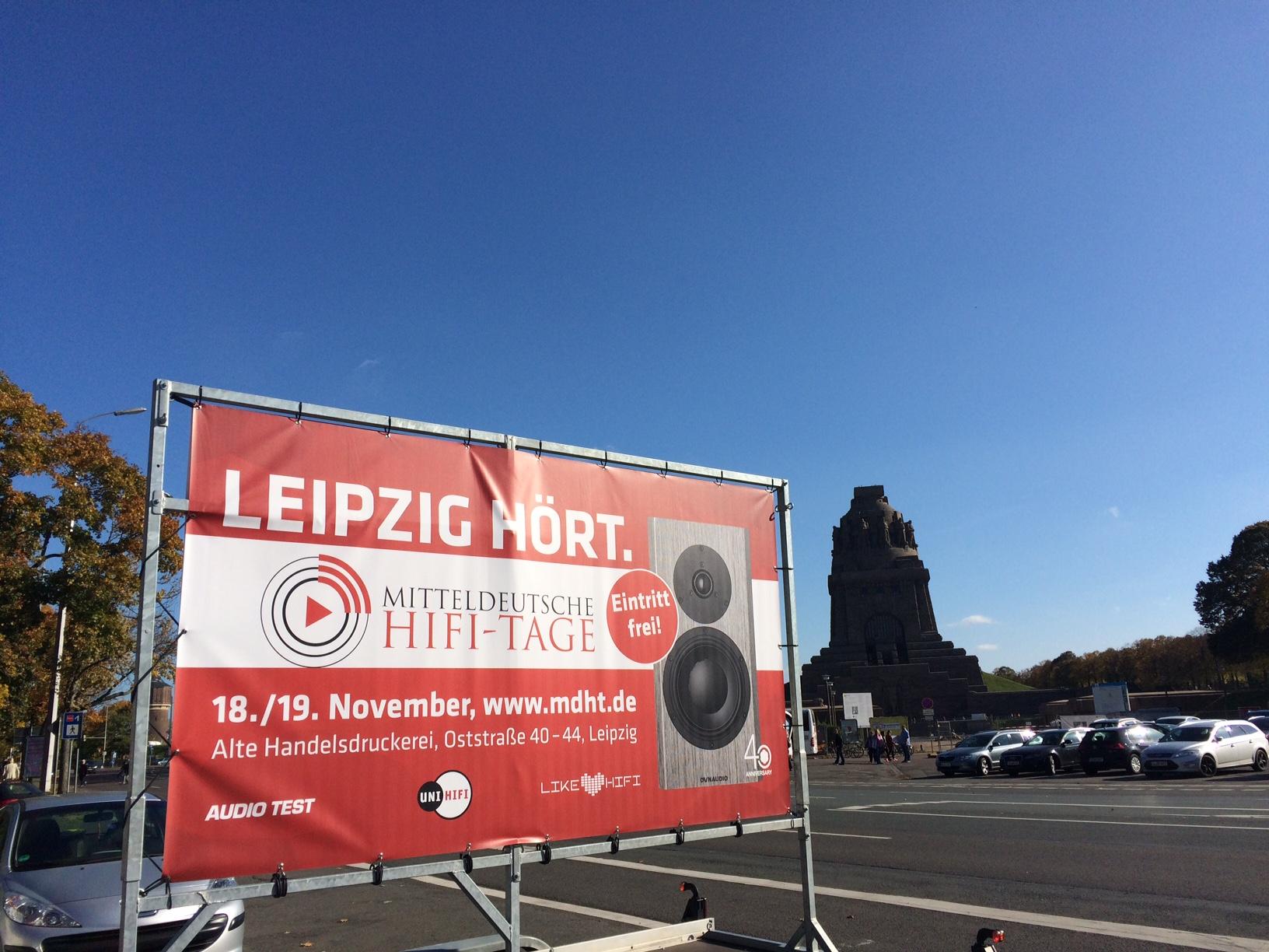 """""""Leipzig hört"""" war das Motto der Mitteldeutschen HiFi-Tage 2017. In der ganzen Stadt sowie in ganz Mitteldeutschland wurde mit Plakaten und Flyern auf die Veranstaltung aufmerksam gemacht."""