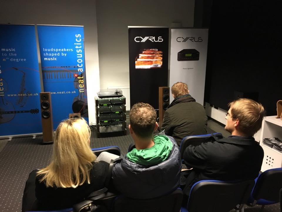 Der Vertrieb Bellevue Audio wusste mit der Kombi aus Cyrus Elektronik und Neat Lautsprechern zu gefallen. Erstaunlich, was aus den kleinen Boxen rauskommt!