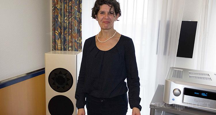 Daniela Manger von Manger Audio freut sich schon auf den Test der p1 Lautsprecher in der neuen AUDIO TEST.