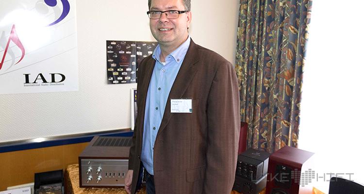 Thomas Henke (IAD) hat viele klangvolle Namen im Portfolio und ist sichtlich stolz auf die Neuheit von Luxman.