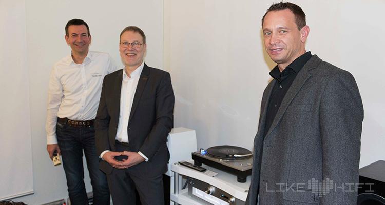 Das Technics-Team um Michael Wagner (rechts) freut sich über das große Interesse der Besucher an den Technics-Neuheiten.
