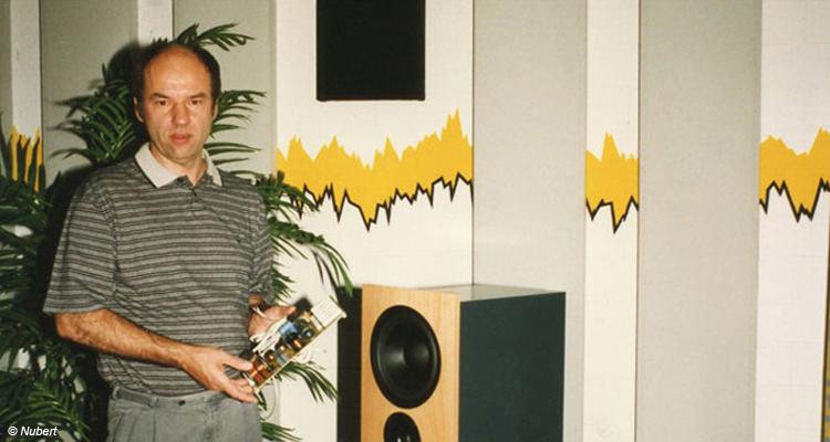 Günther Nubert posiert 1997 mit der nuForm