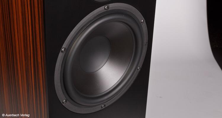 Der 22 Zentimeter-Tieftöner sorgt für Hörspaß ab 35 Hertz