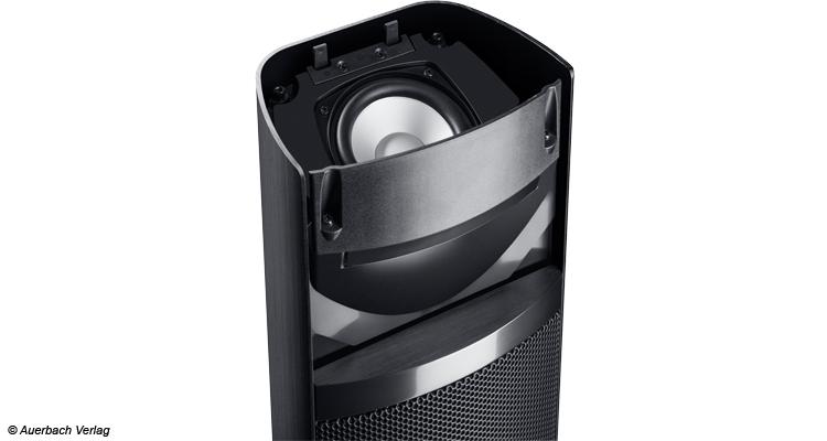 Der Atmos-Speaker ist oben in den Säulenlautsprecher integriert. Die Blende sorgt dafür, dass der Klang nicht direkt zum Nutzer gelangt