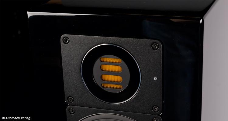 Der JET-Hochtöner hat eine Ziehharmonika-ähnlich gefaltete Membran, die hinter Gitter muss