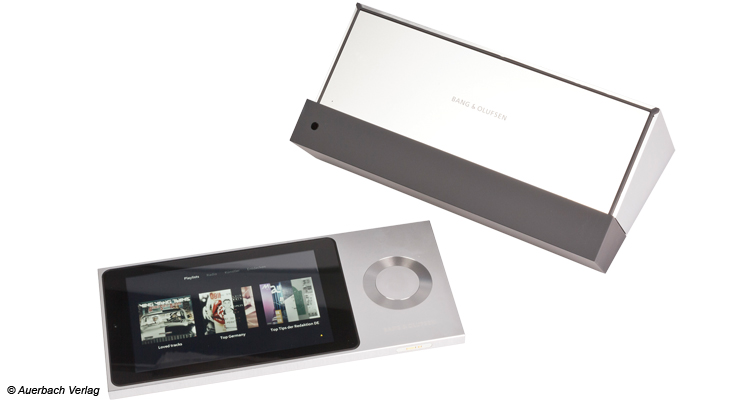"""Mit Hilfe der abnehmenbaren """"Jukebox""""-Einheit lässt sich die BeoSound Moment und die angeschlossenen Lautsprecher problemlos von überall steuern"""