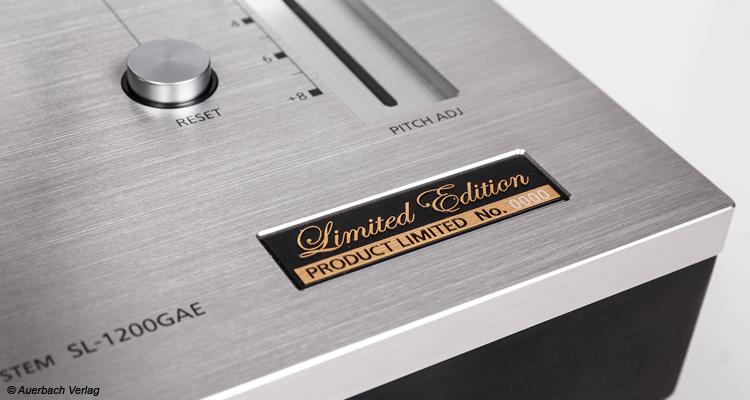 Die Limited Edition wird mit einem eingelassenen Emblem gekennzeichnet. Unser Modell stammt aus der Vorproduktion (No. 0000)