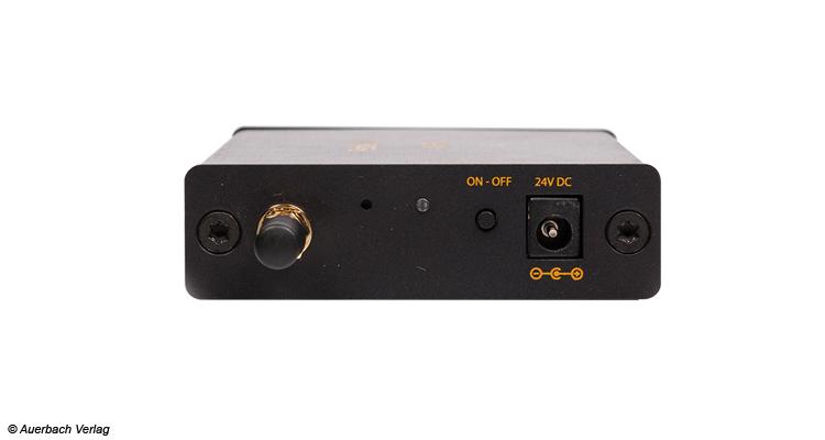 Die Frontansicht mit der Antenne zeugt von einer einfachen Bedienung des RCA2AMP