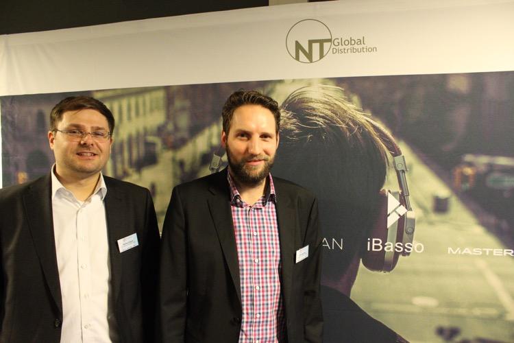Nils Makossa und Markus Nagler von NT-Global, die u.a. die Marken: Questyle, FiiO und Audioengine vorstellen