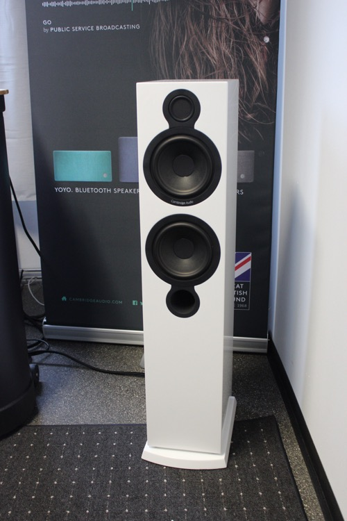 Cambridge Audio mit Aeromax 6 Standlautsprecher für 998 Euro