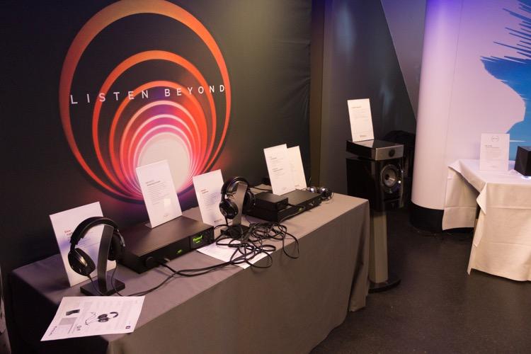In der Mitte sieht man den Utopia Kopfhörer von Focal