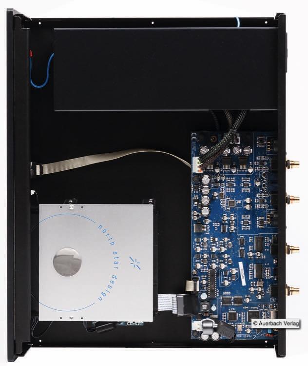 Das Netzeteil sitzt in einem eigenen Gehäuse und ist somit gut von der feinen Elektronik abgeschirmt North Star baut auf Prozessoren des US-amerikanischen Herstellers Atmel. Das hochwertige CD-Rom-Laufwerk sitzt bombenfest in einem Alu-Chassis