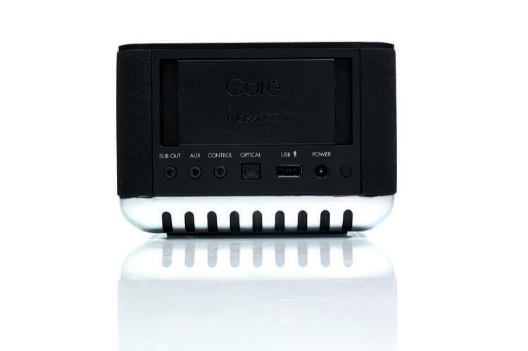 Verschiedenste Anschlüsse machen den Core nicht nur zu einem Drahtlos-Lautsprecher. USB-Geräte können am Core sogar aufgeladen werden
