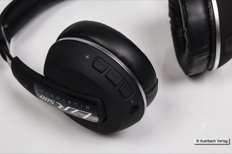 Wie für Bluetoothkopfhörer üblich, können Einstellungen direkt an der Ohrmuschel vorgenommen werden. Auch beim LZR 588 BT gibt es die Möglichkeit, ein Kabel anzubringen