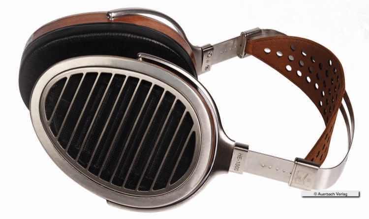 Der Hifiman HE-1000 bietet selbst bei langem Musikkonsum unbeschwerten Hörgenuss. Der Materialmix aus Metall, edlem Leder und Holzfurnier machen den Magnetostaten auch optisch zu einem Highlight