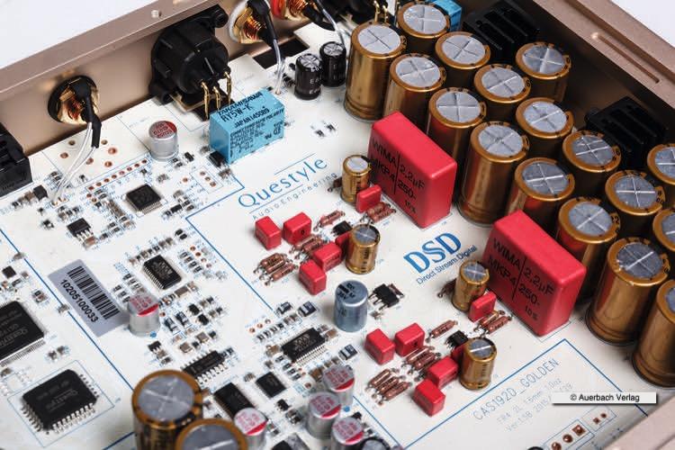 Das Besondere bei der Golden Series von Questyle Audio ist die Verwendung von Vollkeramik-Platinen, die die Störsignale auf ein Minimum reduzieren