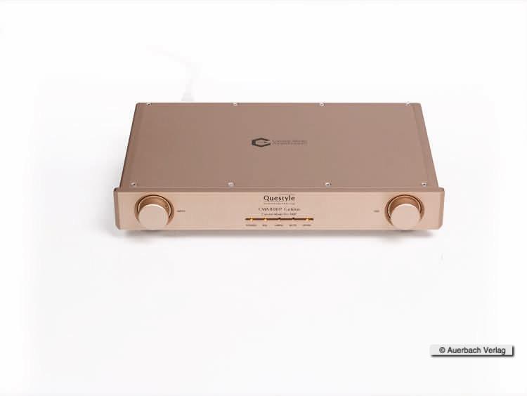 Der Vorverstärker CMA800P Golden glänzt wie seine Kollegen in einem Rose-Gold. Die Produktion findet bei Foxconn statt, die auch ein gleichfarbiges Smartphone herstellen