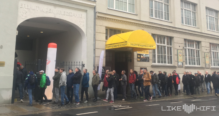 Mitteldeutsche HiFi Tage 2019 Besucher Einlass Eingang Schlange Lautsprecher Vorführung HiFi Leipzig Kaufen
