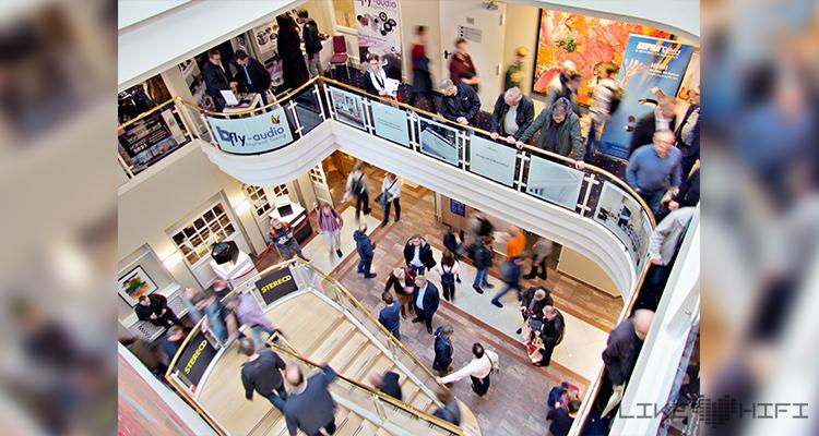 NDHT 2020 Norddeutsche HiFi Tage Hörtest Gebäude Hamburg Holiday Inn Hotel Messe Publikum Besucher Menschen Gänge