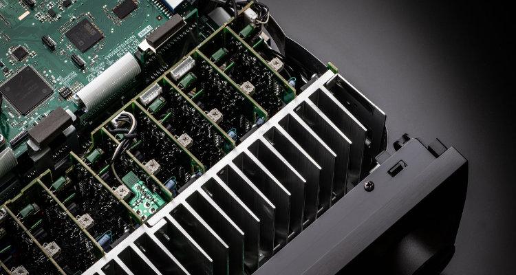 Denon AVC-X6700H 8K AVR AV-Receiver Innen Chips Inside Test News Review