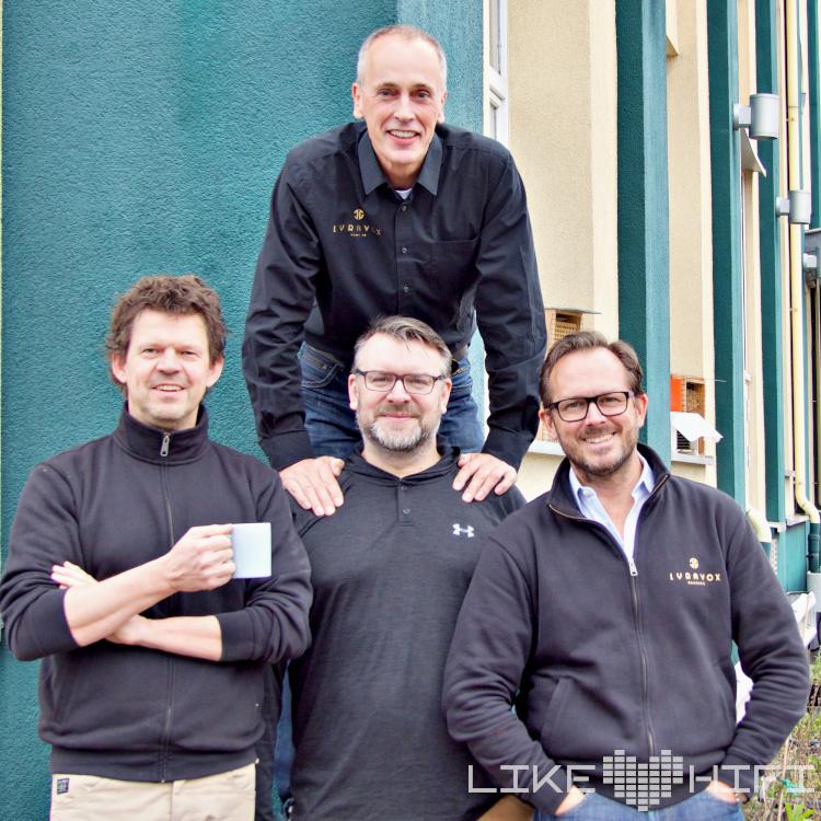 Lyravox Lautsprecher Speaker High End Vor Ort Hamburg Showroom Hörraum Aktivlautsprecher Active Team Mitarbeiter