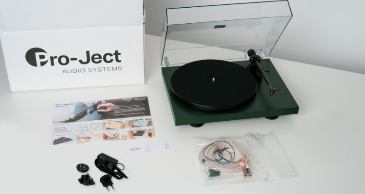 Plattenspieler Pro-Ject Debut Carbon EVO Lieferumfang News Test Review Turntable