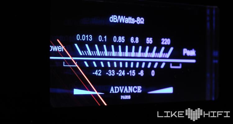 Advance Paris X-i1100 Vollverstärker Amp Test Review Display VU Meter