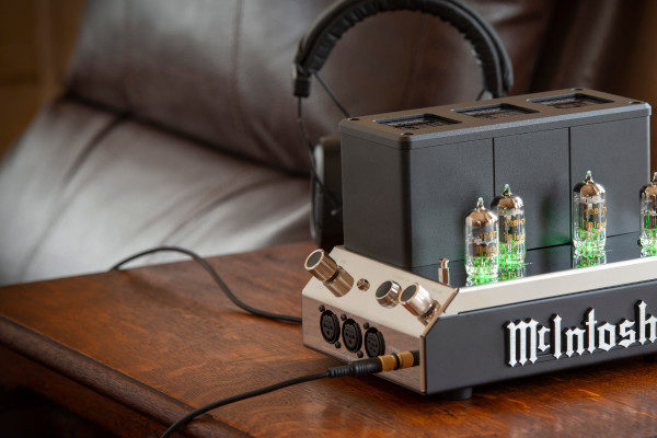 McIntosh MHA200 Kopfhörer Verstärker Headphone Amplifier News Test Review