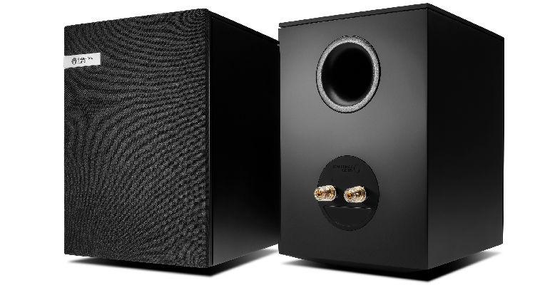 Cambridge Evo S - Front mit Abedeckung und Anschlüsse Lautsprecher Speaker News Test Review