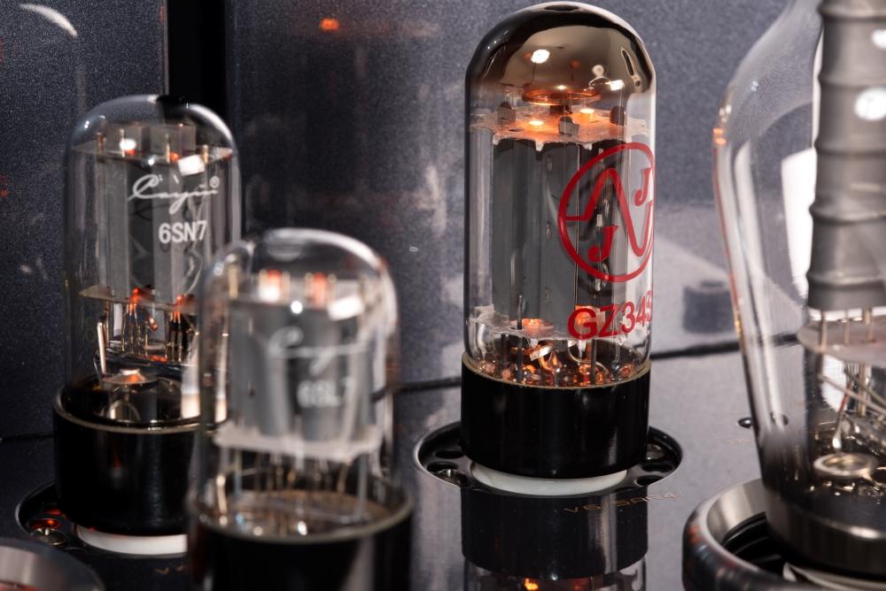 Rarität für besondere Genießer: Röhrenvollverstärker Cayin CS-300A
